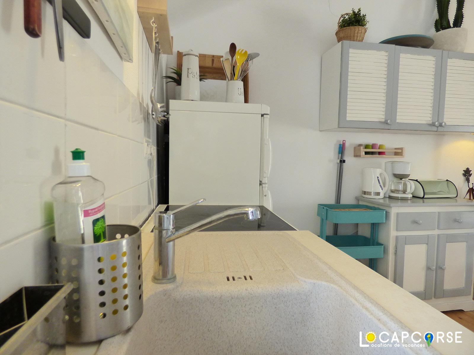 Locapcorse - Holiday rentals in Northern Corsica Small kitchen very practical