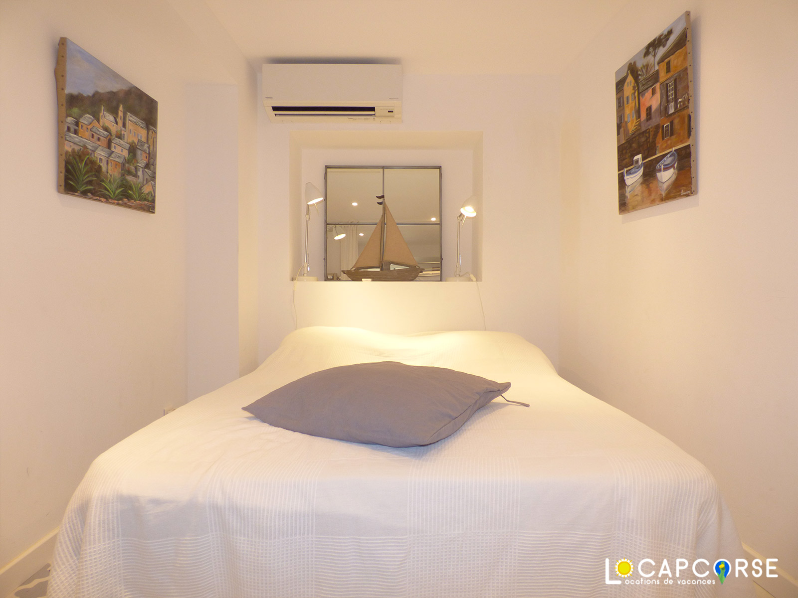 Locapcorse - Holiday rentals in Northern Corsica Double bed with air conditioning