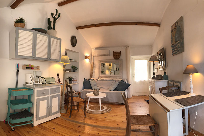Old fisherman's house, totally renovated, charming and atypical with terrace