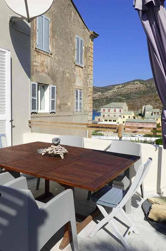 Appartement très confortable, avec belle et grande terrasse, au calme et sans vis à vis - 4 couchages