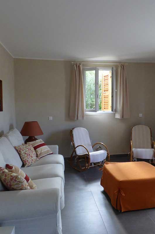 Appartamento ristrutturato vicino al centro di Centuri con una terrazza rivolta a ovest e una camera da letto by Locations Cap Corse