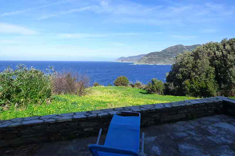 Near the sea, T3 on the ground floor of a house with beautiful sea view, terrace and garden par Locations Cap Corse