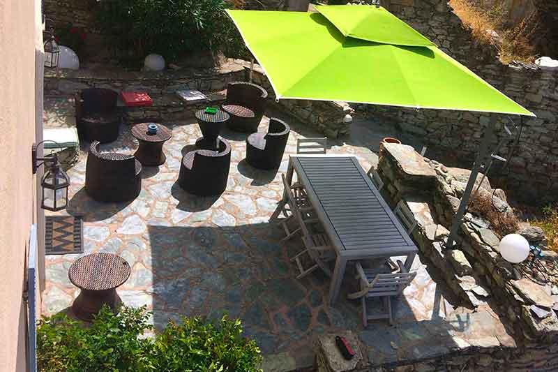 Bella vecchia casa con grande terrazza solarium e vista mare in un tipico villaggio di Cap Corse