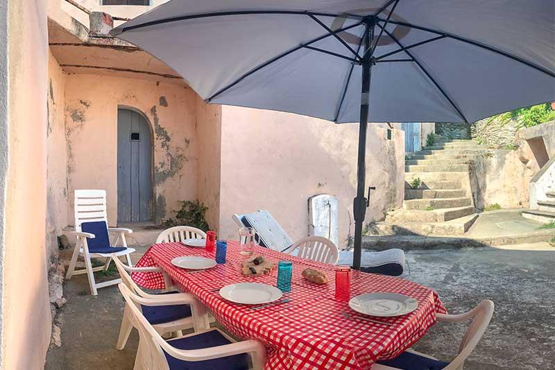 Maison de village avec vue mer en plein coeur du maquis par Locations Cap Corse
