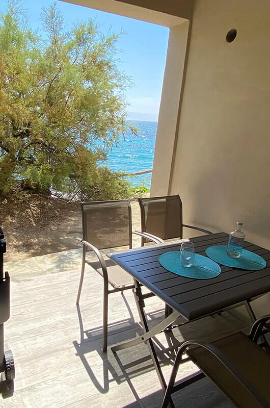 """""""Piedi nella sabbia"""" T2 con loggia, 1 camera da letto sul soppalco, climatizzata e molto confortevole con vista mare par Locations Cap Corse"""