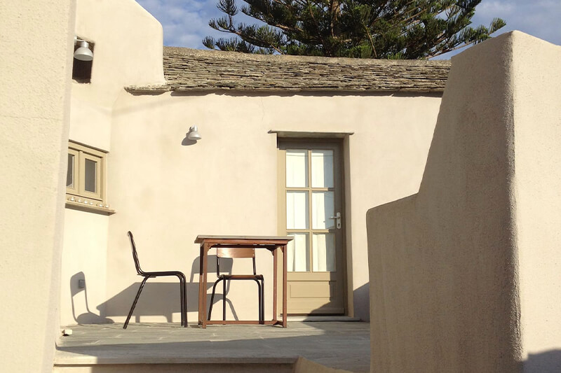 A Morsiglia, nel cuore del paese, casa finemente ristrutturata, confortevole, spaziosa e climatizzata, con terrazzo.