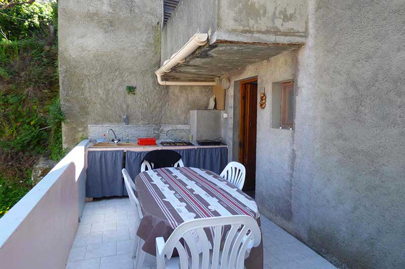 Quiet village house with terrace and summer kitchen in typical hamlet of Cap Corse