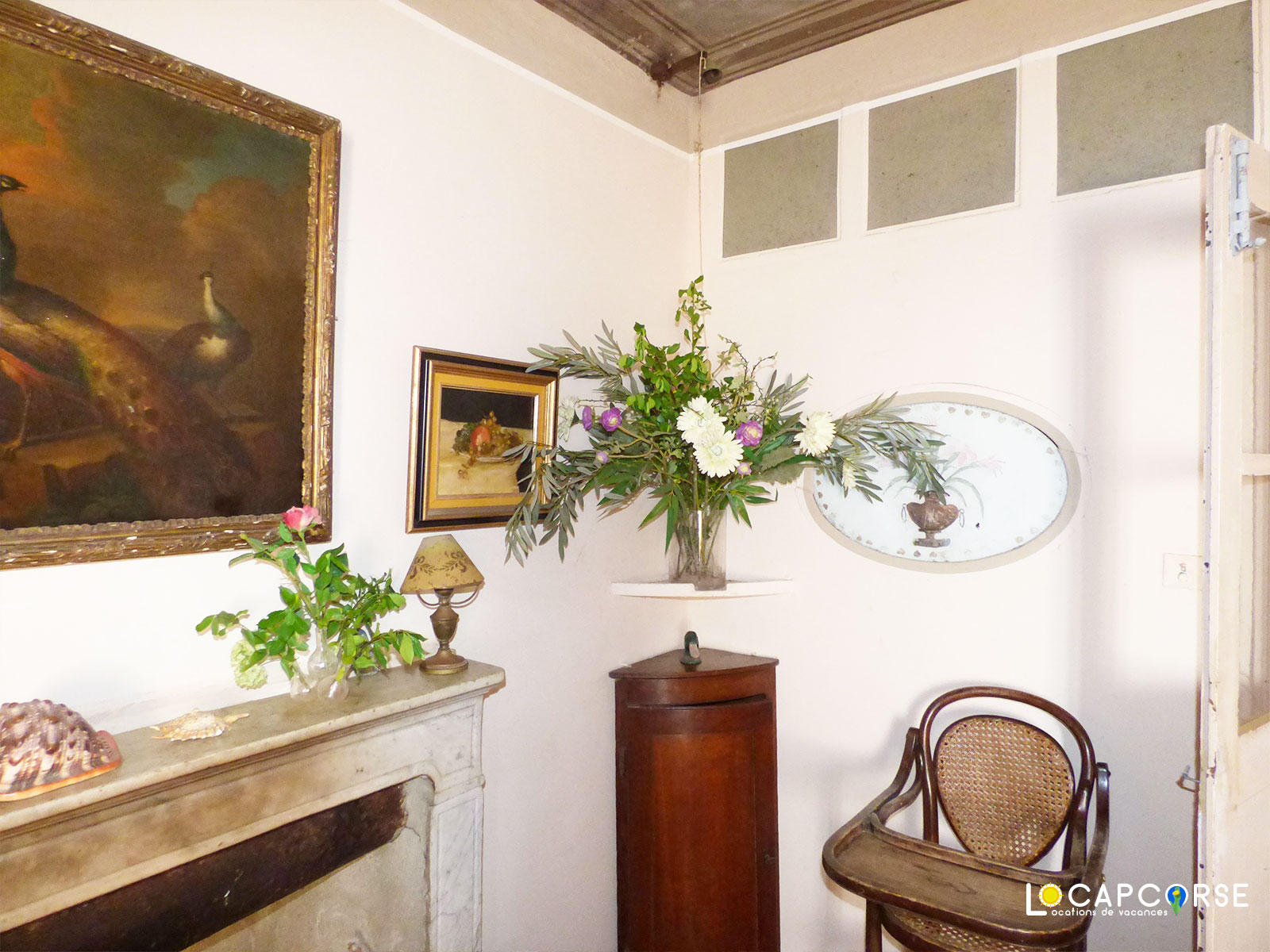 Locations Cap Corse - The marble fireplace in dining room