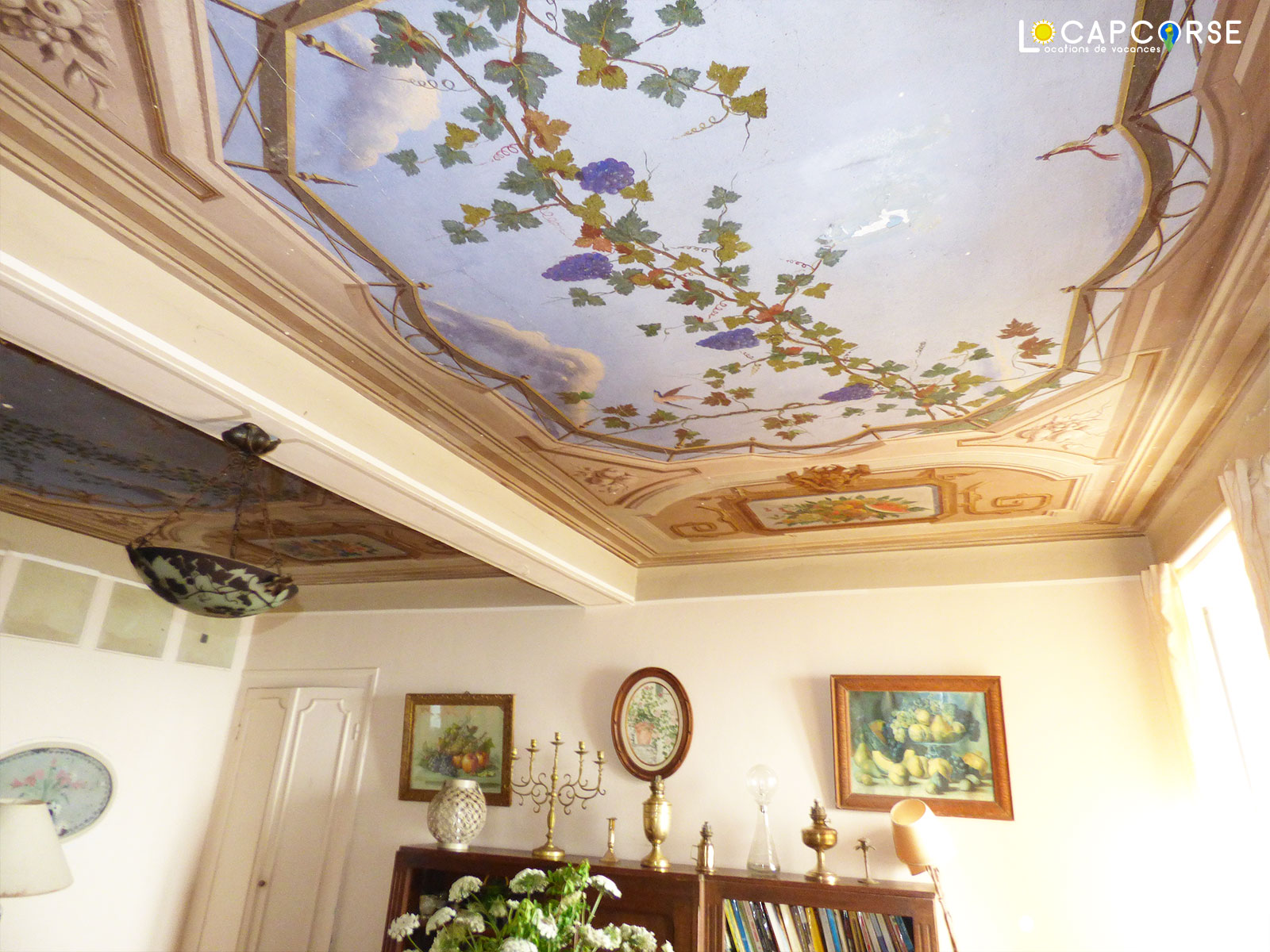 Locations Cap Corse - The beautiful painted ceiling of the dining room