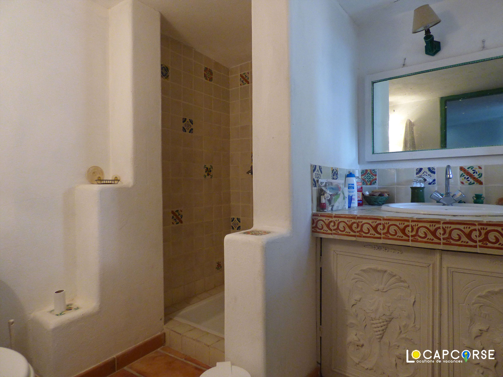 Locations Cap Corse - View of the bathroom on the ground floor of the small house