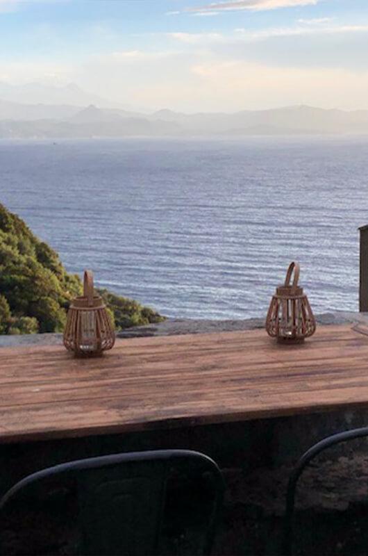 A Nonza, appartement confortable et spacieux avec terrasse sur le toit et vue mer