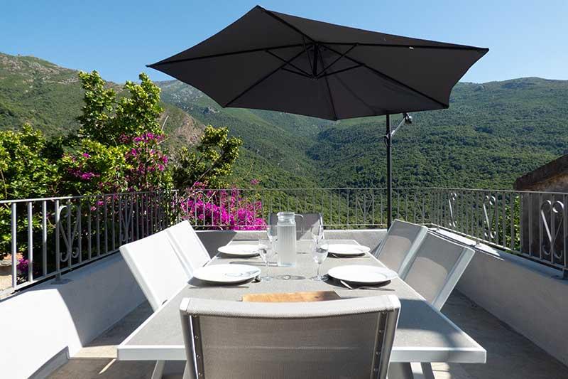 Agréable maison de village avec terrasses, vue mer et montagne par Locations Cap Corse
