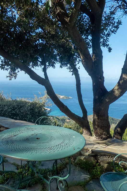 On the heights of Centuri, holiday home surrounded by maquis with exceptional views and a small pool par Locations Cap Corse