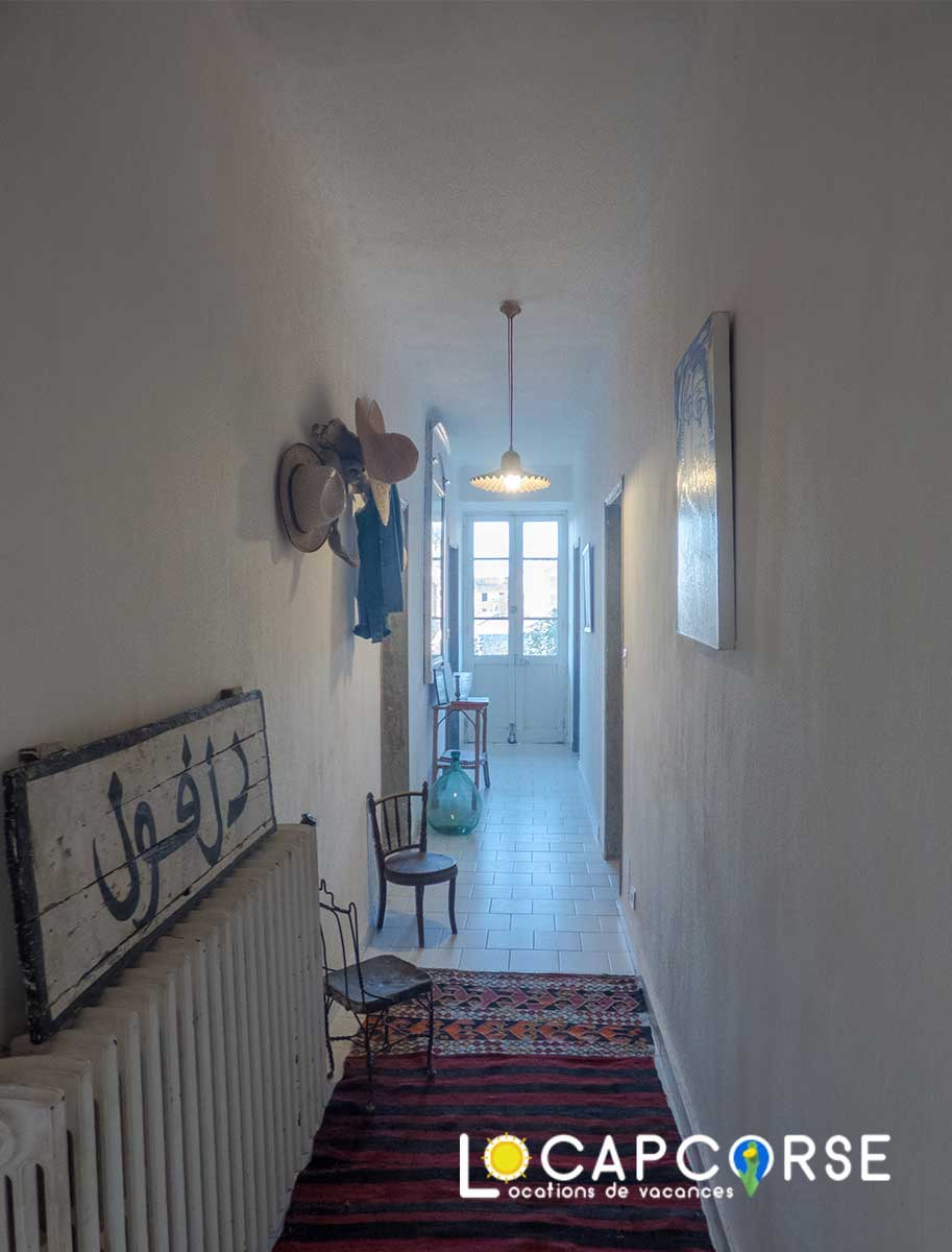 Locations Cap Corse - the corridor of the ground floor accessible only from outside