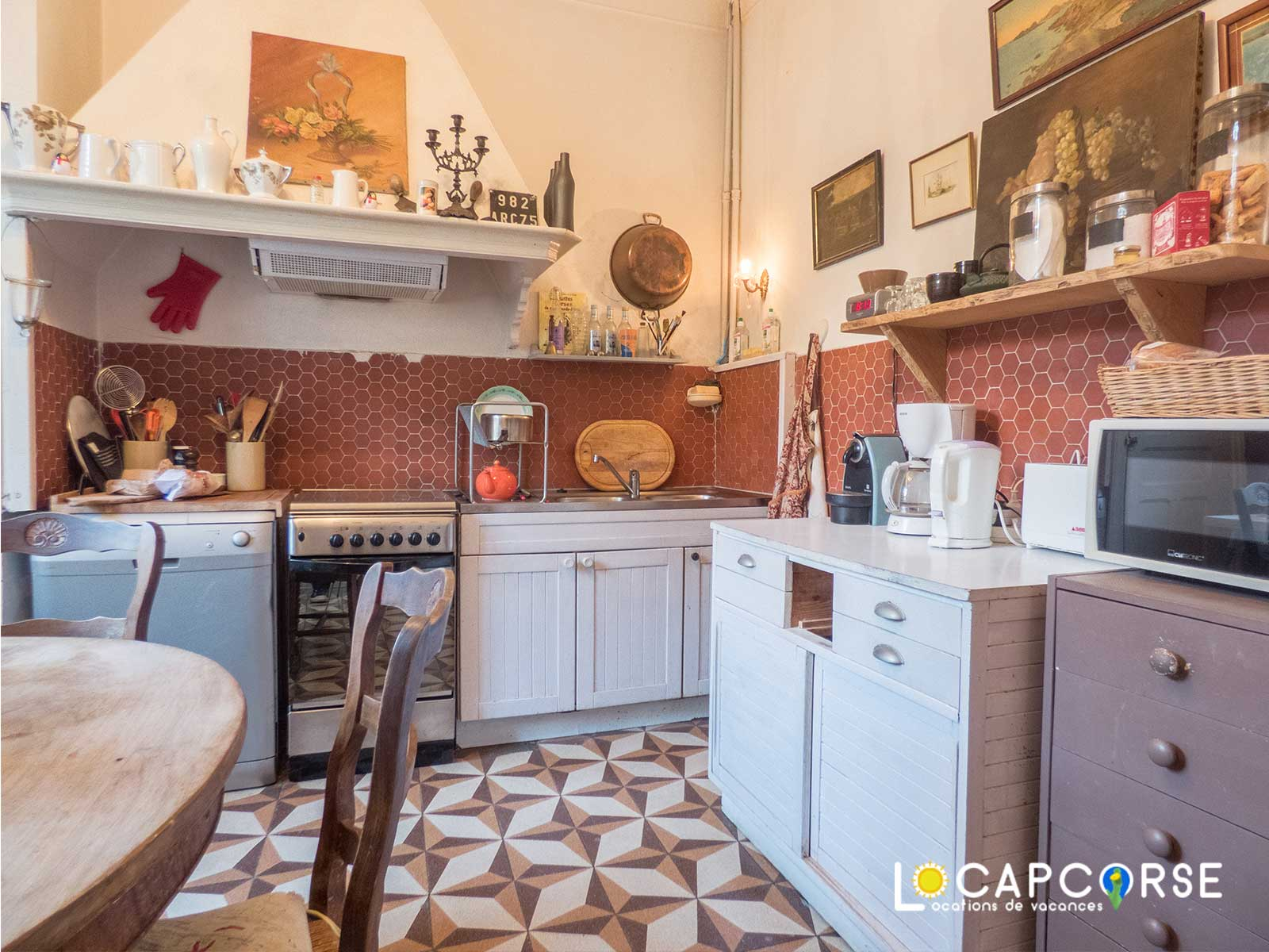 Locations Cap Corse - Another view of the kitchen with its old-fashioned tiles