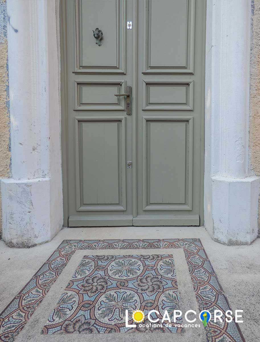 Locations Cap Corse - Beautiful mosaic at the entrance of this family home