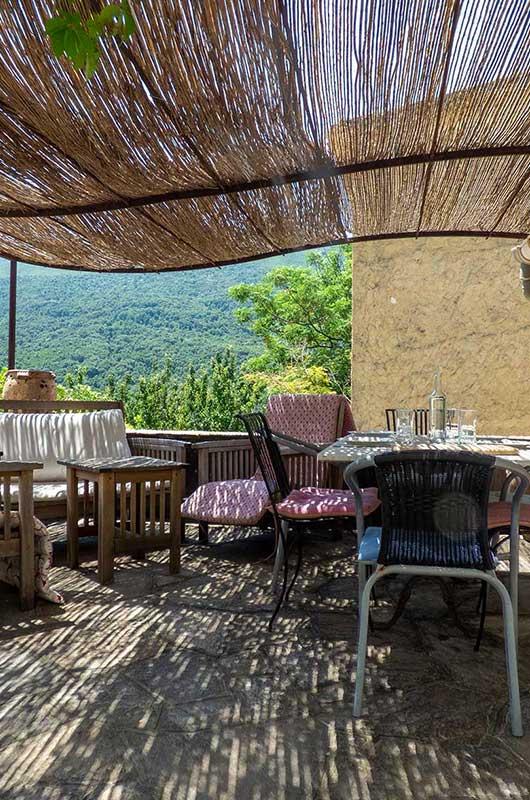 Gîte très agréable, au calme pour 6 personnes avec belle vue et terrasse dans hameau typique du Cap Corse