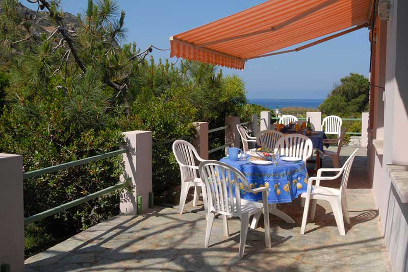 In Giottani, holiday house 300 m from the beach, with sea view, terrace and garden
