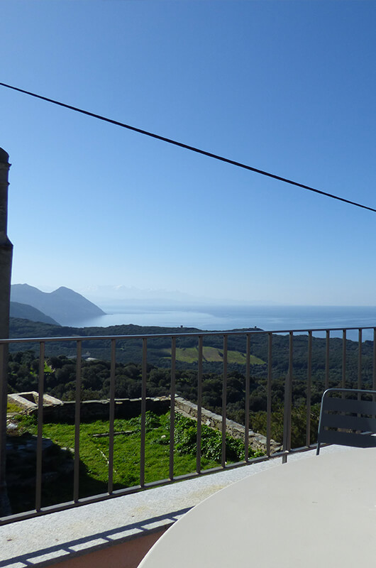 A Centuri, in una tipica frazione di Cap Corse, casa tranquilla, ristrutturata, confortevole, con terrazzi e bellissima vista mare par Locations Cap Corse