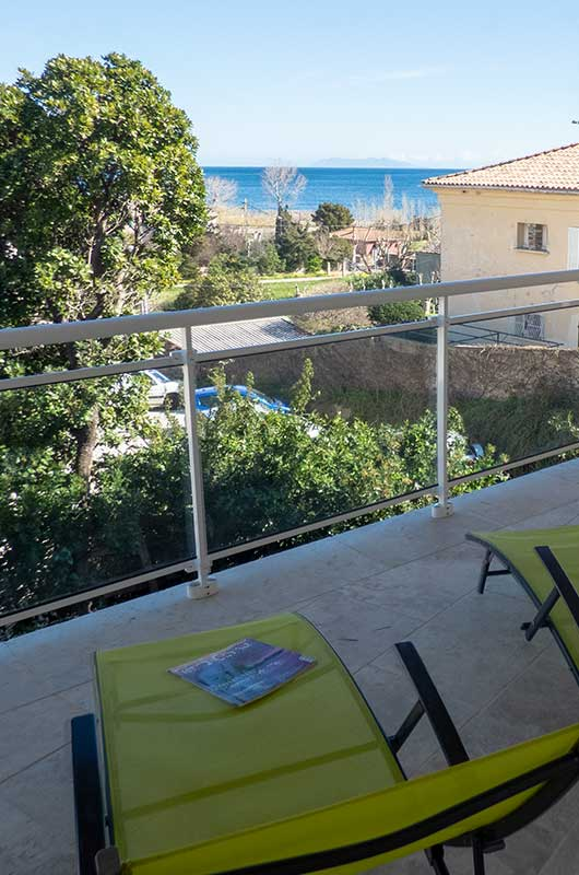 Appartement très confortable avec accès P.M.R., terrasse, vue mer, garage, à 200 mètres de la Marine de Sisco