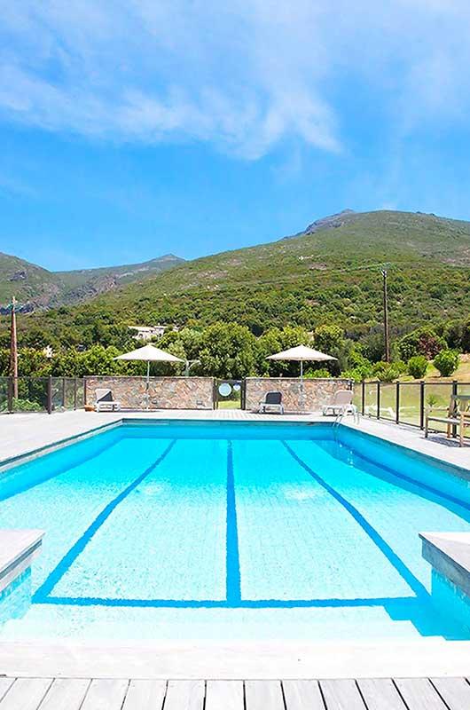 """Villa """"Désert des Agriates"""" avec piscine commune, terrasse, jardin et une vue sur la mer"""