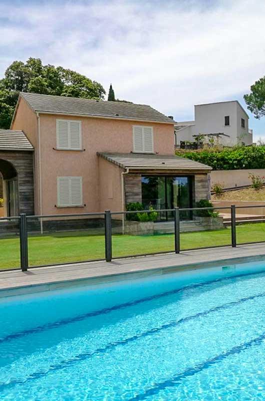 """Villa """"Patrimonio"""" moderne avec piscine commune, jardin, terrasse et une vue sur la mer"""