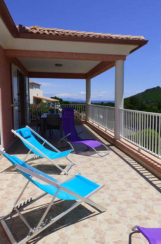 Modern and air-conditioned villa with large terrace, maquis and sea view for 4 people par Locations Cap Corse