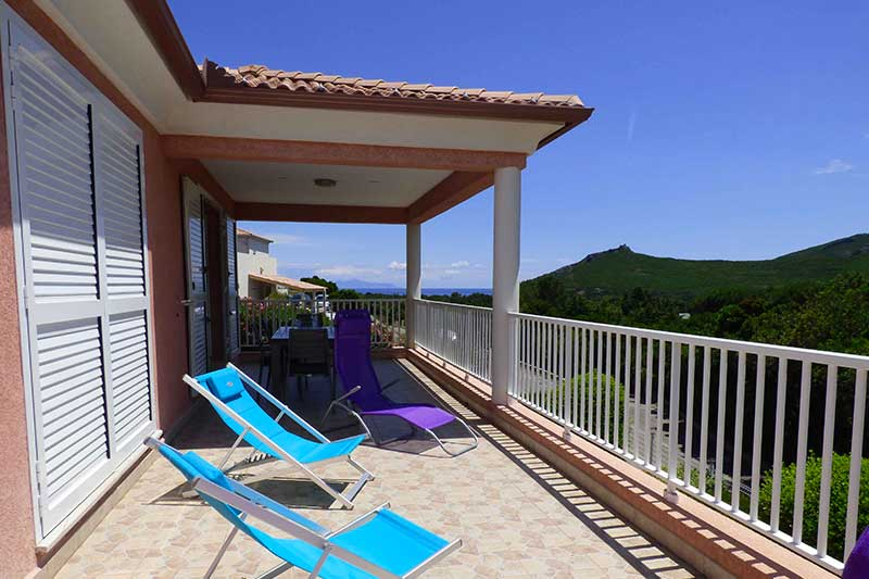 Modern and air-conditioned villa with large terrace, maquis and sea view for 4 people