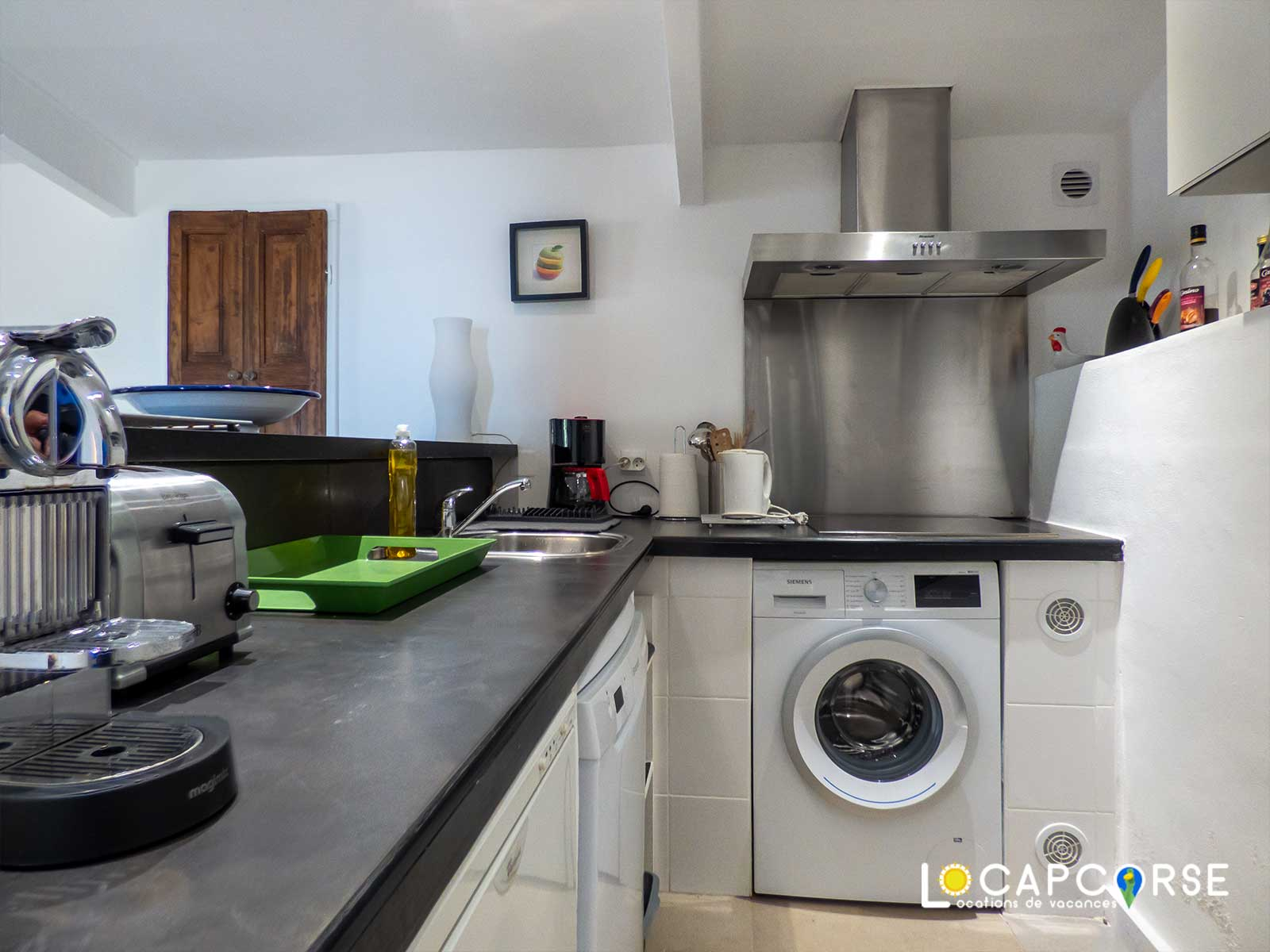 Locations Cap Corse - The kitchen is equipped and functional