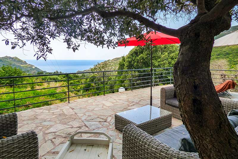 Belle maison de caractère au calme, climatisée, avec grande terrasse et vue mer par Locations Cap Corse