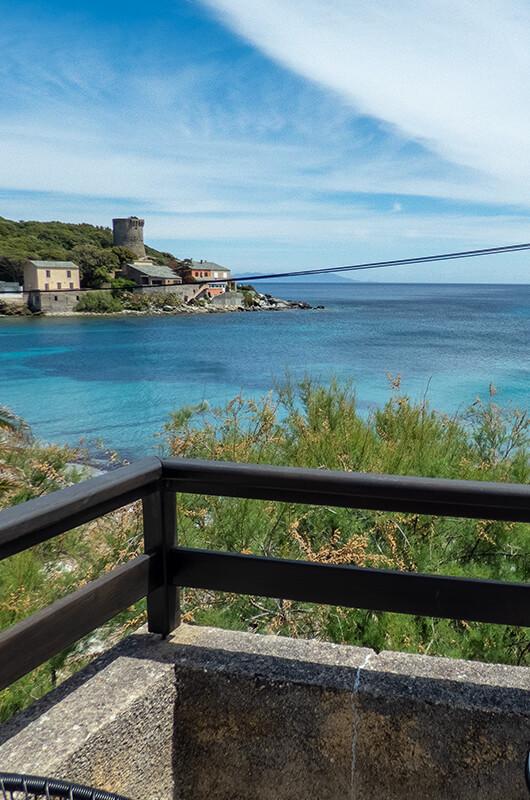 A due passi dal mare, casa climatizzata e molto confortevole con terrazzo e bellissima vista mare par Locations Cap Corse