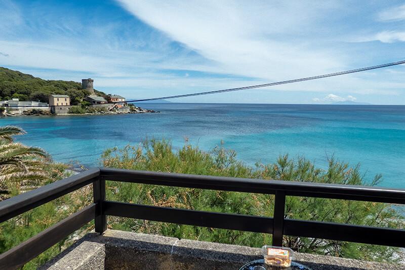 A due passi dal mare, casa climatizzata e molto confortevole con terrazzo e bellissima vista mare