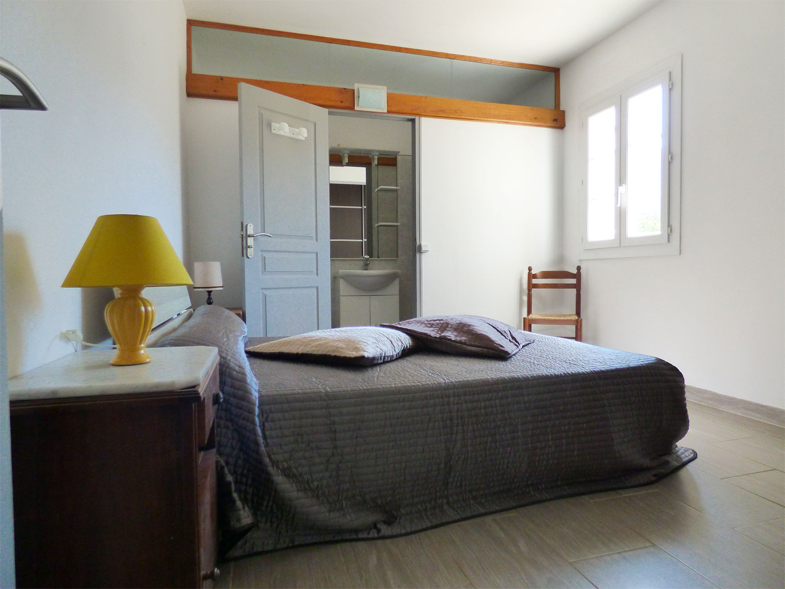 Locations Cap Corse - Arriving on your right, a master suite with WC and shower.