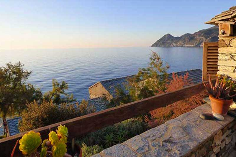Exceptional location for this studio with terrace and unforgettable sea view par Locations Cap Corse