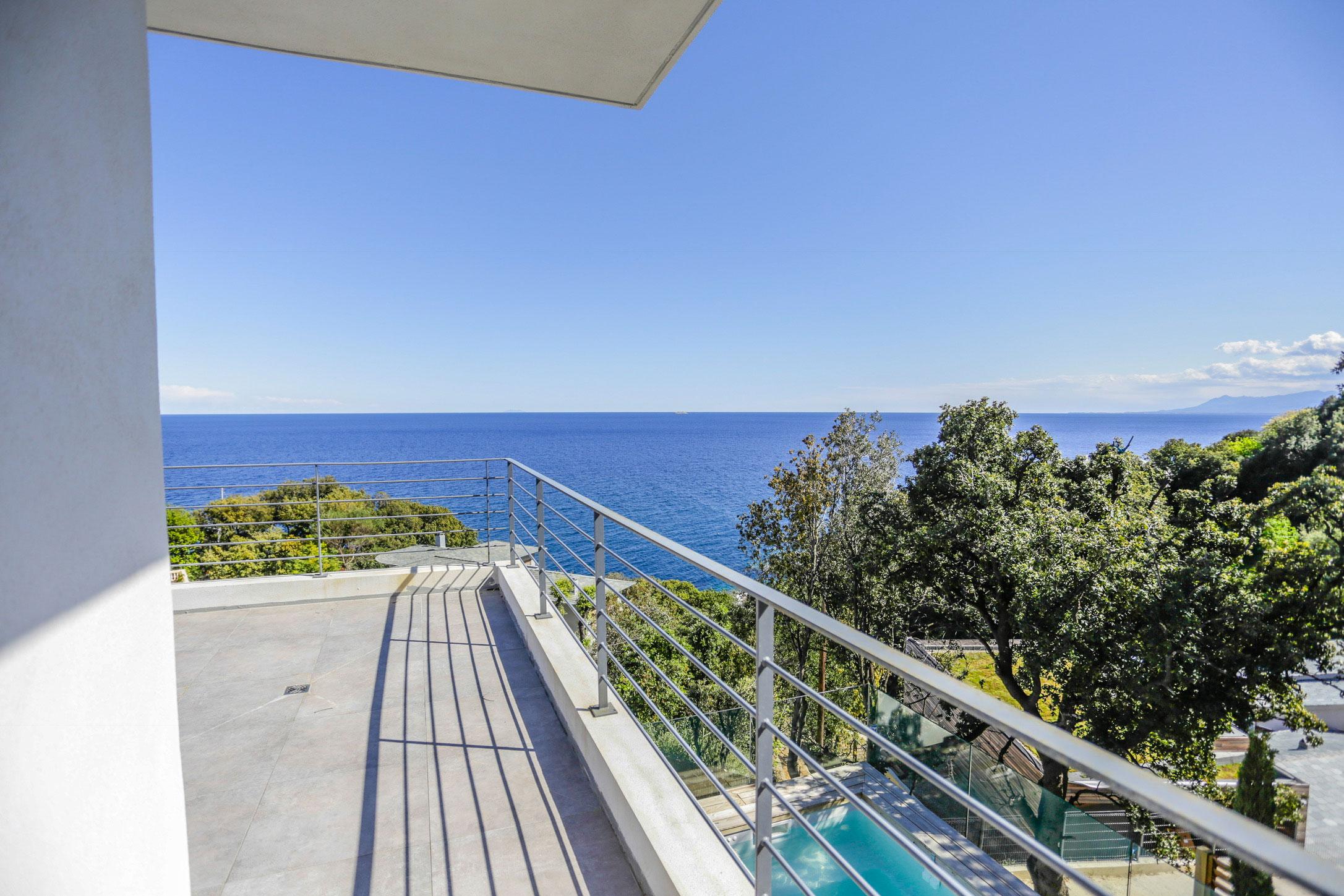 Location de vacances erbalunga cap corse magnifique for Villa avec piscine en corse