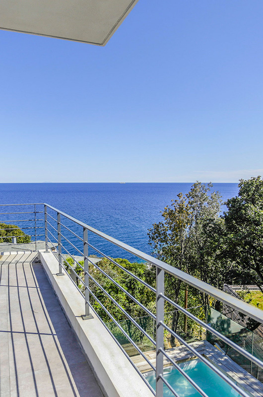 Magnificent villa, air-conditioned, with heated pool and sea views